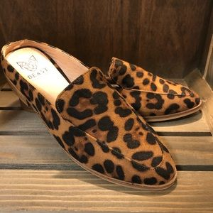Beast Fashion Size 5.5 slip on shoes Women's